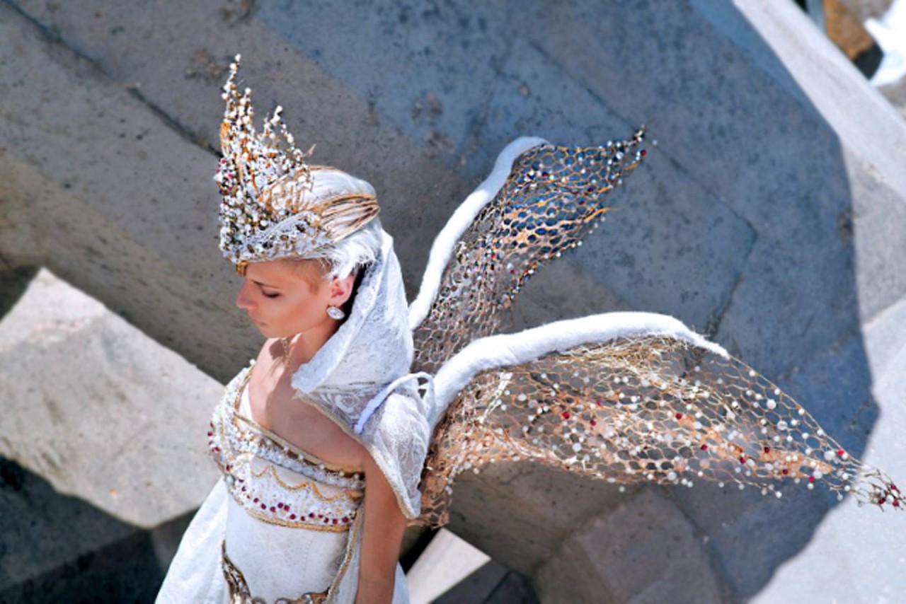 Golden Queen By Galia Levi