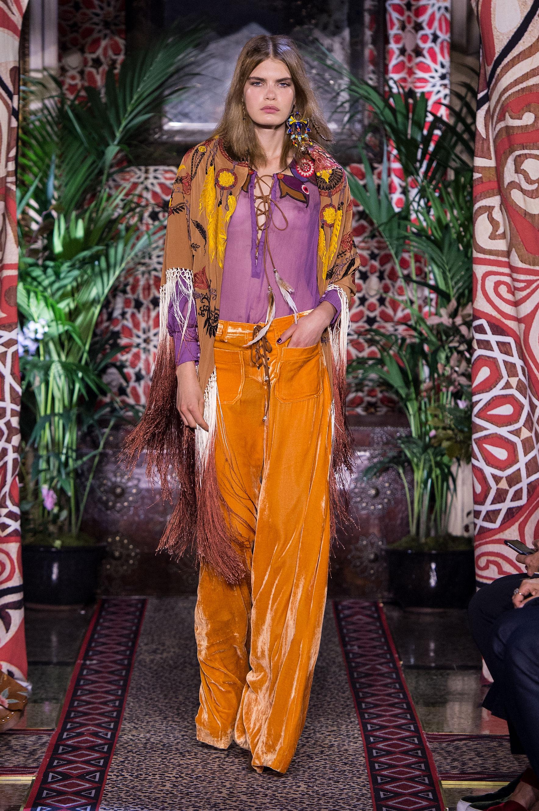 quality design d1986 9fa62 ROBERTO CAVALLI MFW SS17 – fashiontv.com