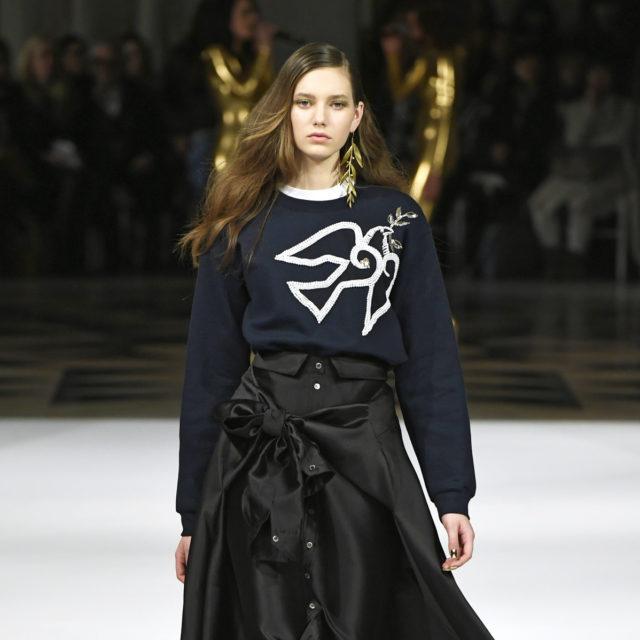 Look 32 Alexis Mabille A_H 17-18 par Dominique Maitre