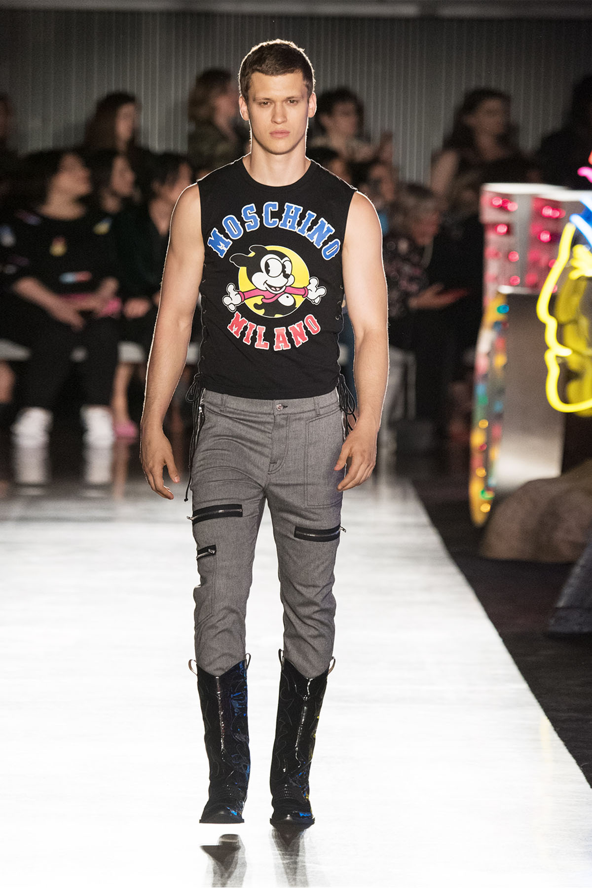 Moschino Spring/Summer 18 Menswear And Women's Resort Collection - Runway